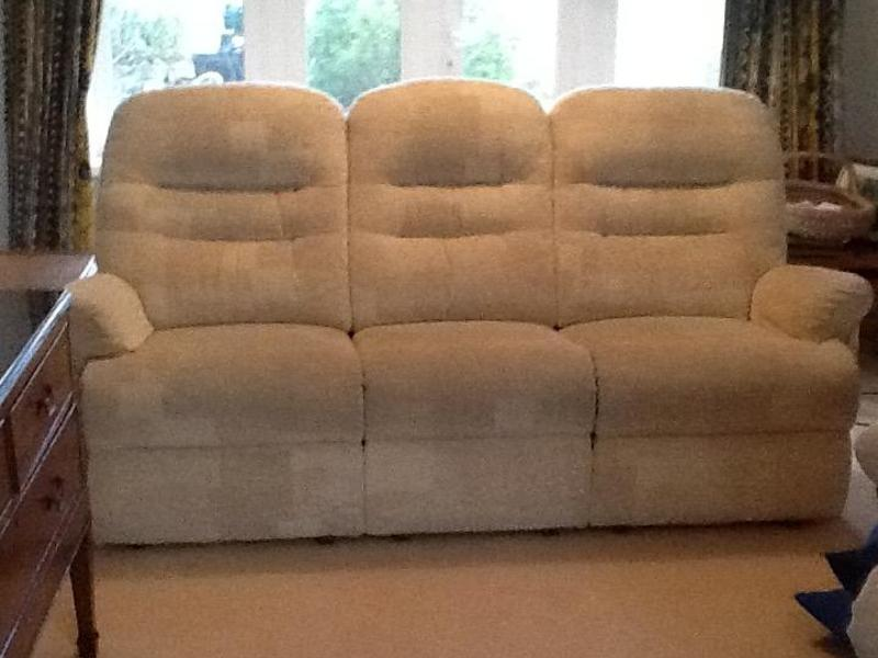 2 Recliner Chairs And Matching Sofa Cowes Expired Wightbay