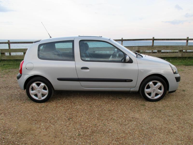 2003 renault clio 1 2 billabong in shanklin expired wightbay. Black Bedroom Furniture Sets. Home Design Ideas