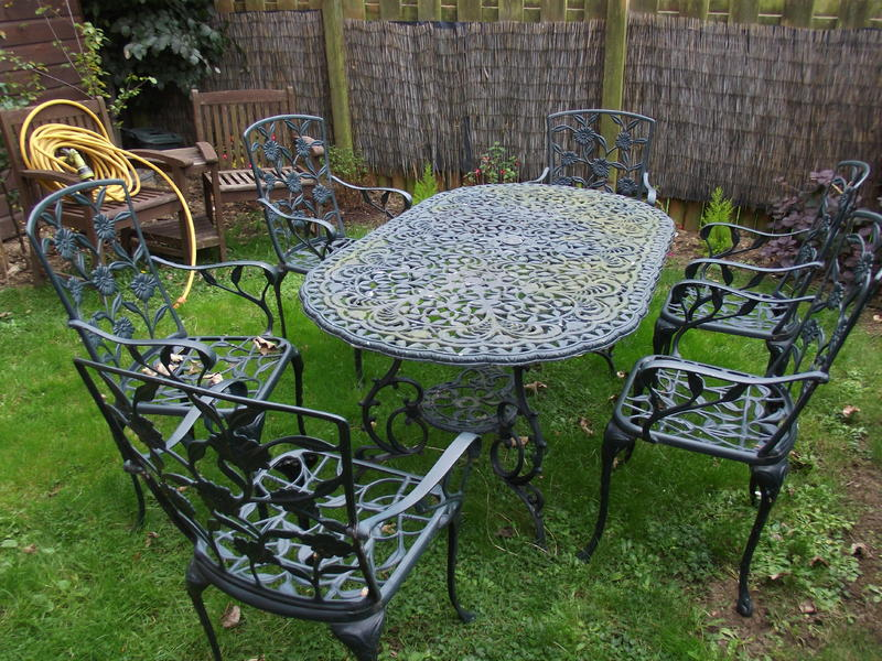 6 seatergreen metal garden table and chairs freshwater for Metal garden table and chairs