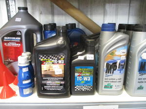 2 & 4 stroke outboard oils in East Cowes