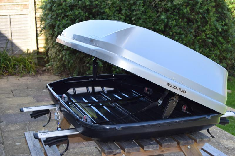 Exodus 470ltr Roof Box With Thule Wing Pack 961 And Foot
