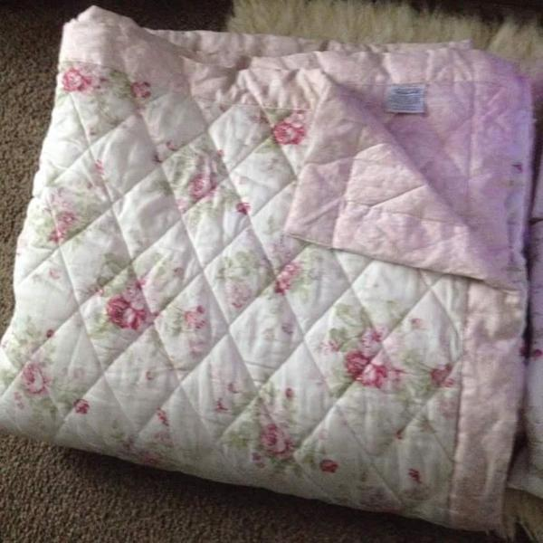 Dunelm Bed throw , pillow shams and curtains to match ,will fit double or king size bed ...
