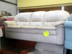 Leather sofa & armchair £125 in Cowes