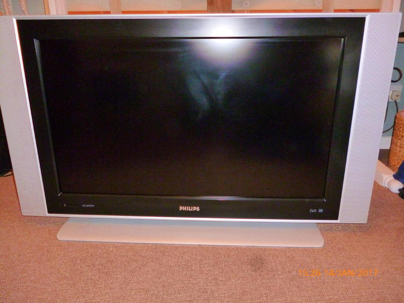 tv 37 inch philips flat screen lcd digital with freeview east cowes sold wightbay. Black Bedroom Furniture Sets. Home Design Ideas