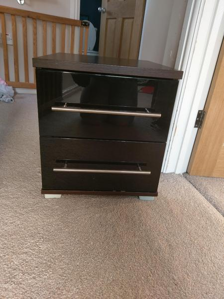 REDUCED Modular Black Gloss And Walnut Bedroom Furniture Newport