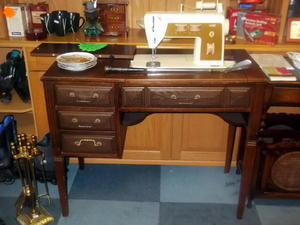 Singer sewing machine & desk £45 in Cowes