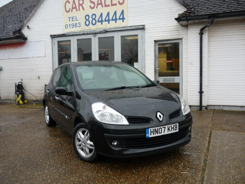 2007 renault clio 1 4 privilege 3 295 in ryde wightbay. Black Bedroom Furniture Sets. Home Design Ideas