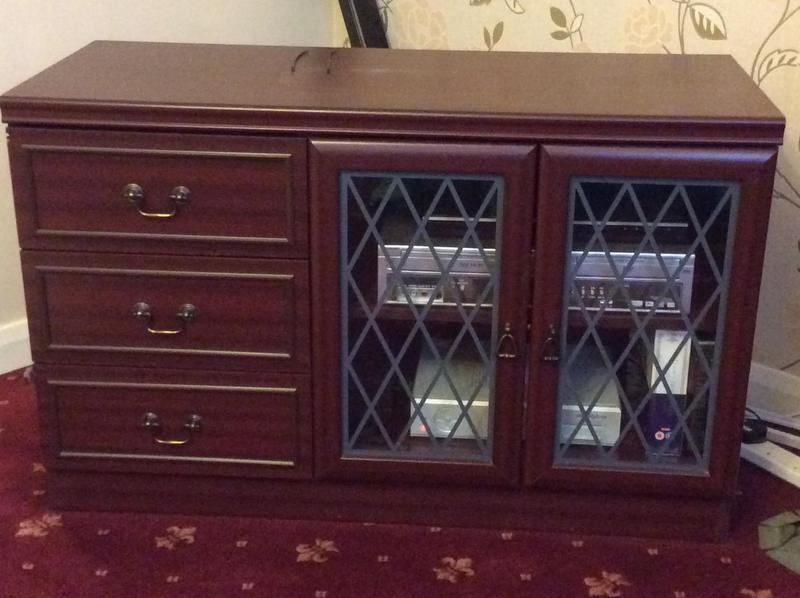 Matching three piece lounge furniture in shanklin wightbay for Matching lounge furniture