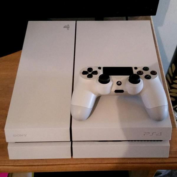 White Playstation 4 Console 500gb - Ryde | Wightbay