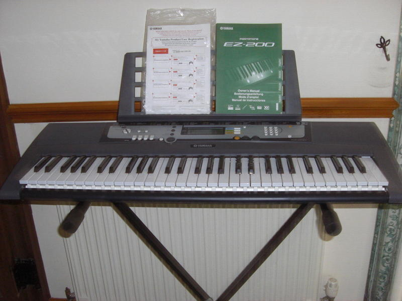 yamaha ez 200 keyboard and stand boxed ryde wightbay. Black Bedroom Furniture Sets. Home Design Ideas