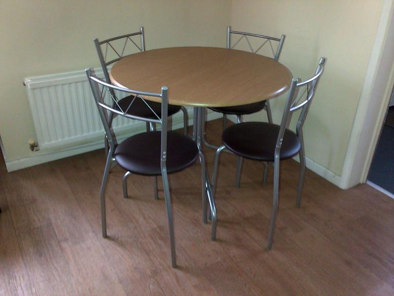 Table And Chairs In Shanklin Wightbay