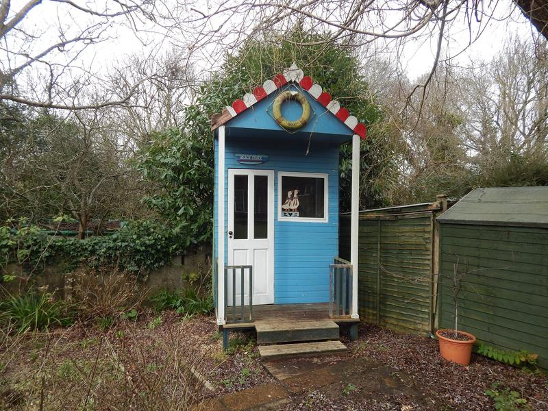 Beach hut garden feature ryde wightbay for Garden hut sale