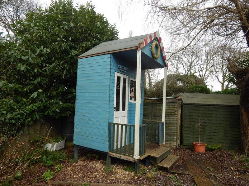 Beach hut garden feature ryde wightbay for Garden huts for sale