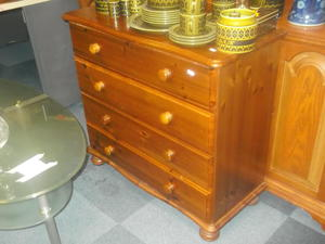 Pine chest of drawers £55 in Cowes